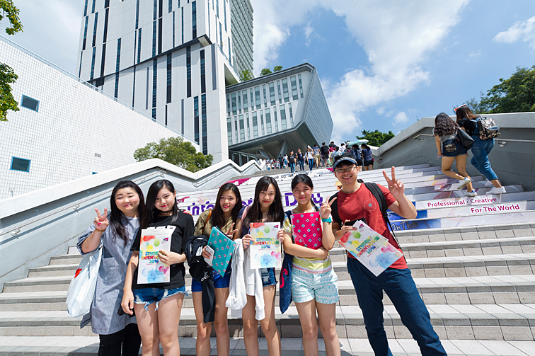 Students waving from CityU