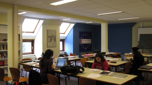 Students studying in Brussels center